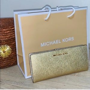 🆕 Gorgeous Michael Kors Gold Jet Set  Wallet